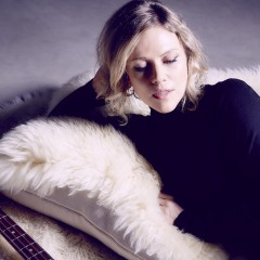 BRITTA PHILLIPS of LUNA – Song For Ewe